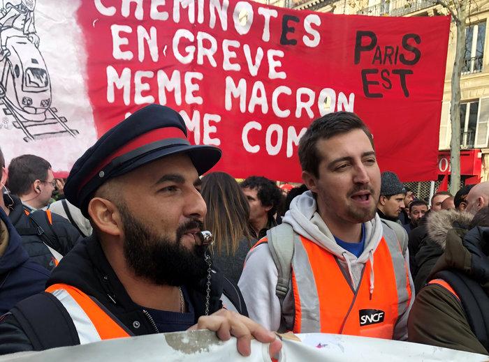 Χάος στη Γαλλία: Aπεργοί έκοψαν το ρεύμα σε χιλιάδες σπίτια - εικόνα 2