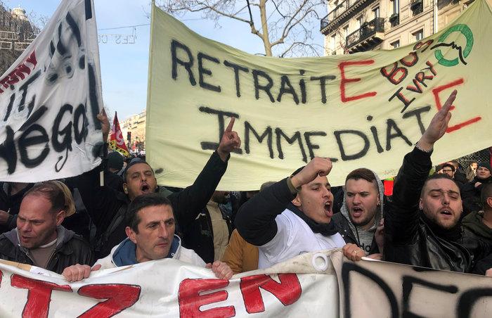Χάος στη Γαλλία: Aπεργοί έκοψαν το ρεύμα σε χιλιάδες σπίτια - εικόνα 3