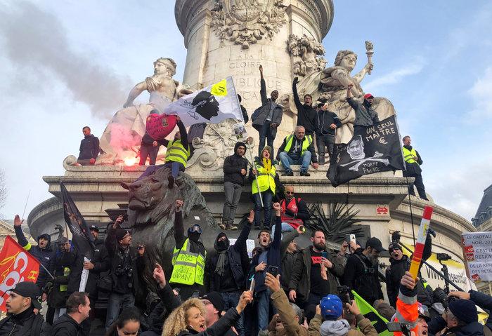Χάος στη Γαλλία: Aπεργοί έκοψαν το ρεύμα σε χιλιάδες σπίτια - εικόνα 4