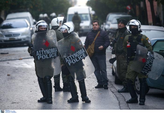 Καρέ καρέ οι εκκενώσεις καταλήψεων στο Κουκάκι [εικόνες & βίντεο] - εικόνα 2