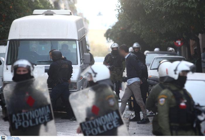 Καρέ καρέ οι εκκενώσεις καταλήψεων στο Κουκάκι [εικόνες & βίντεο] - εικόνα 5