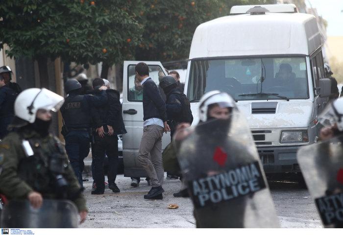 Καρέ καρέ οι εκκενώσεις καταλήψεων στο Κουκάκι [εικόνες & βίντεο] - εικόνα 6