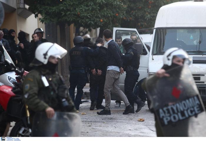 Καρέ καρέ οι εκκενώσεις καταλήψεων στο Κουκάκι [εικόνες & βίντεο] - εικόνα 7