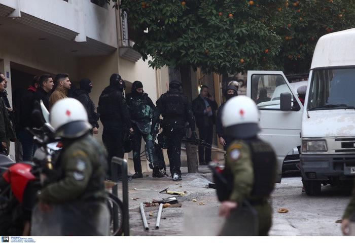 Καρέ καρέ οι εκκενώσεις καταλήψεων στο Κουκάκι [εικόνες & βίντεο] - εικόνα 8