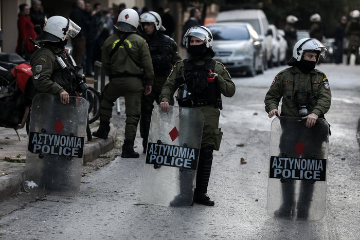 Καρέ καρέ οι εκκενώσεις καταλήψεων στο Κουκάκι [εικόνες & βίντεο] - εικόνα 14