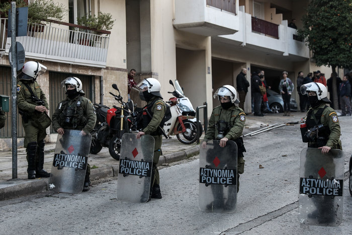 Καρέ καρέ οι εκκενώσεις καταλήψεων στο Κουκάκι [εικόνες & βίντεο] - εικόνα 15