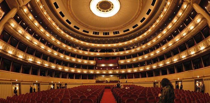 Απίστευτο: H Κρατική Οπερα της Βιέννης ενθαρρύνει τους μαθητές να καπνίζουν - εικόνα 2