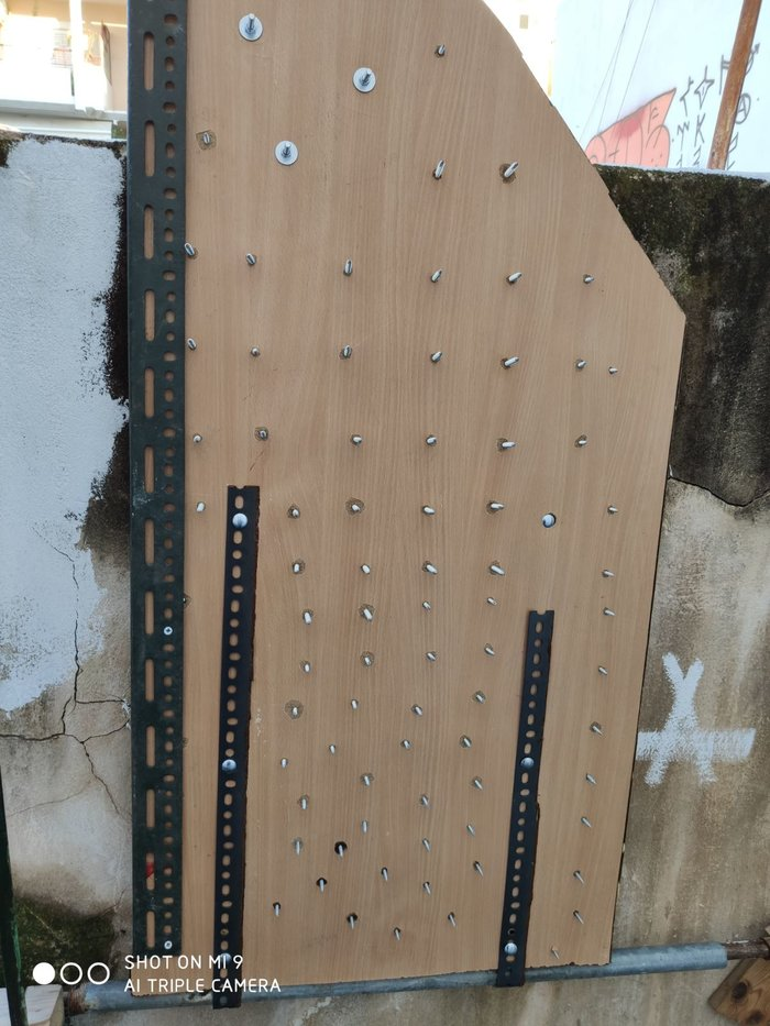 Κουκάκι: Αυτή είναι η πόρτα-παγίδα με καρφιά στην κατάληψη [εικόνες]