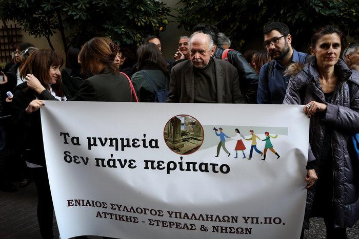 Όλος ο ΣΥΡΙΖΑ έξω απο το ΥΠΠΟΑ για τα αρχαία της Θεσσαλονίκης - εικόνα 2