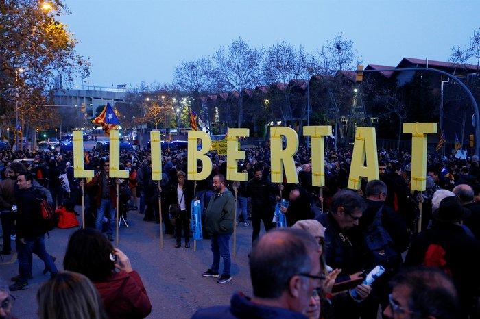 Καταλανοί διαδηλωτές απέκλεισαν το «Καμπ Νου» πριν το clasico