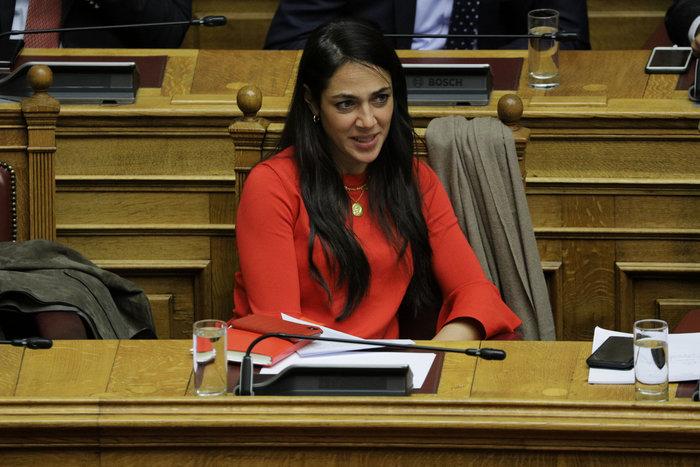 Βουλή: Το άλμπουμ της συζήτησης - Ποιές τράβηξαν τα φλας - εικόνα 2