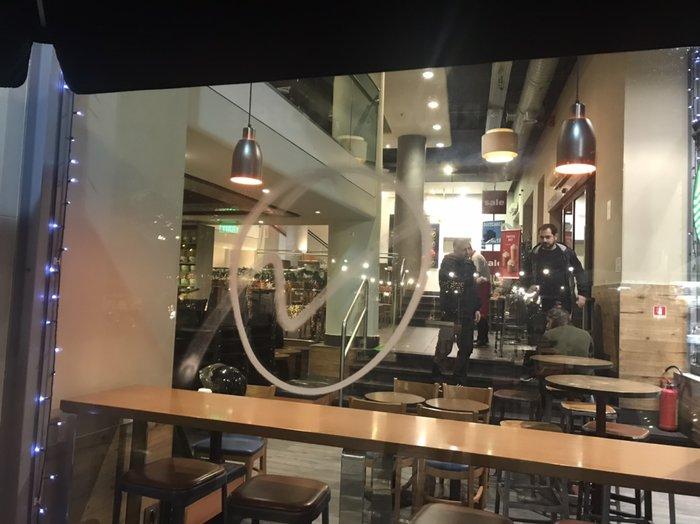 Καταδρομική επίθεση στη Μητροπόλεως-Ζημιές σε μαγαζιά & ATM - εικόνα 4