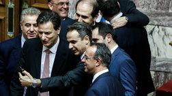 Οι σέλφις Μητσοτάκη & υπουργών μετά το ΝΑΙ στον προυπολογισμό