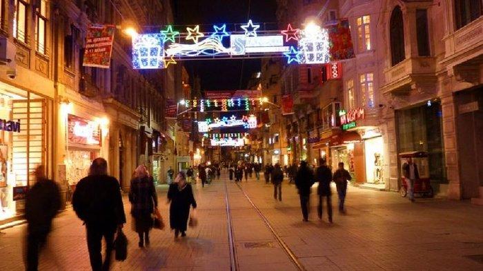 Ο Έλληνας που φωτίζει τα Χριστούγεννα σε 80 πόλεις του κόσμου - εικόνα 2