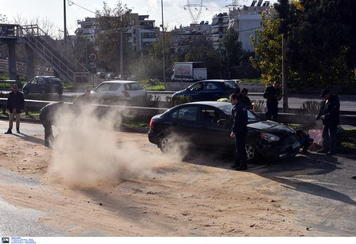 Κυκλοφοριακό χάος στον Κηφισό μετά από σύγκρουση φορτηγών - εικόνα 2