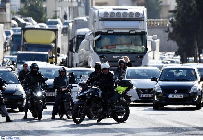 Κυκλοφοριακό χάος στον Κηφισό μετά από σύγκρουση φορτηγών - εικόνα 5