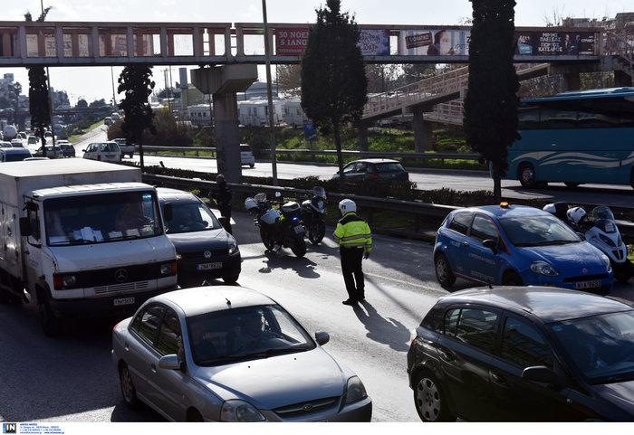 Κυκλοφοριακό χάος στον Κηφισό μετά από σύγκρουση φορτηγών - εικόνα 4