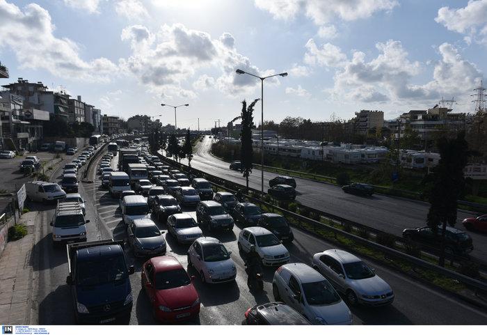 Κυκλοφοριακό χάος στον Κηφισό μετά από σύγκρουση φορτηγών - εικόνα 6