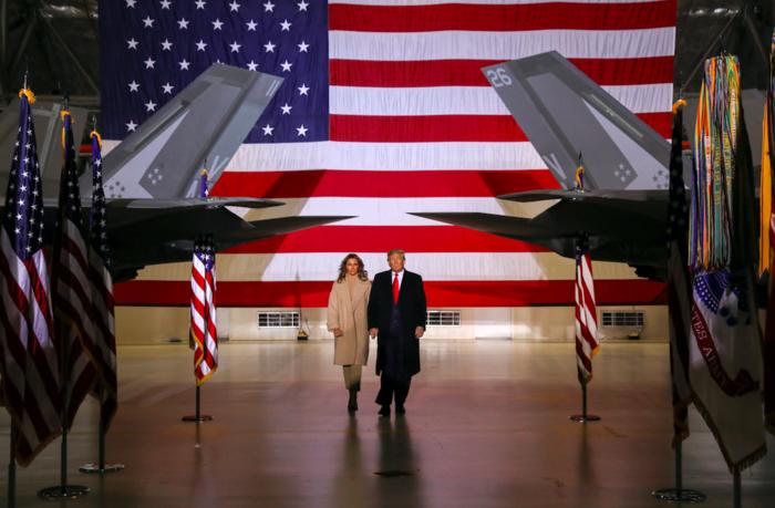 Τα εντυπωσιακά κόκκινα τακούνια της Μελάνια Τραμπ - εικόνα 3