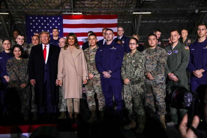 Τα εντυπωσιακά κόκκινα τακούνια της Μελάνια Τραμπ - εικόνα 4