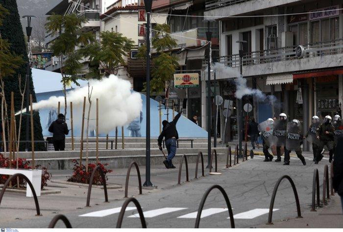 Σοβαρά επεισόδια στο Μαρούσι - Συμπλοκές ΜΑΤ αντιεξουσιαστών - εικόνα 3