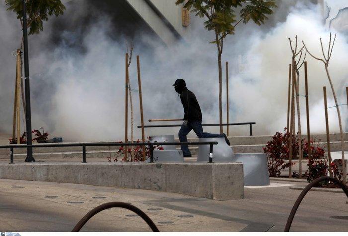 Σοβαρά επεισόδια στο Μαρούσι - Συμπλοκές ΜΑΤ αντιεξουσιαστών - εικόνα 4