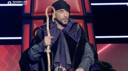 «The Voice»: Οι εκκεντρικές εμφανίσεις του Πάνου Μουζουράκη [εικόνες]