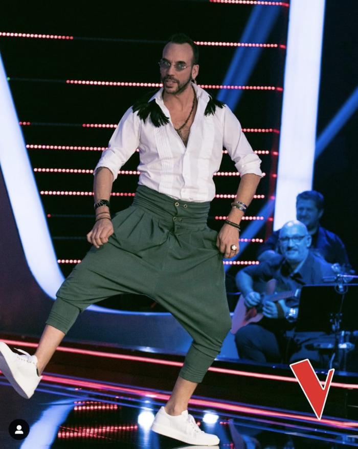 «The Voice»: Οι εκκεντρικές εμφανίσεις του Πάνου Μουζουράκη [εικόνες] - εικόνα 6