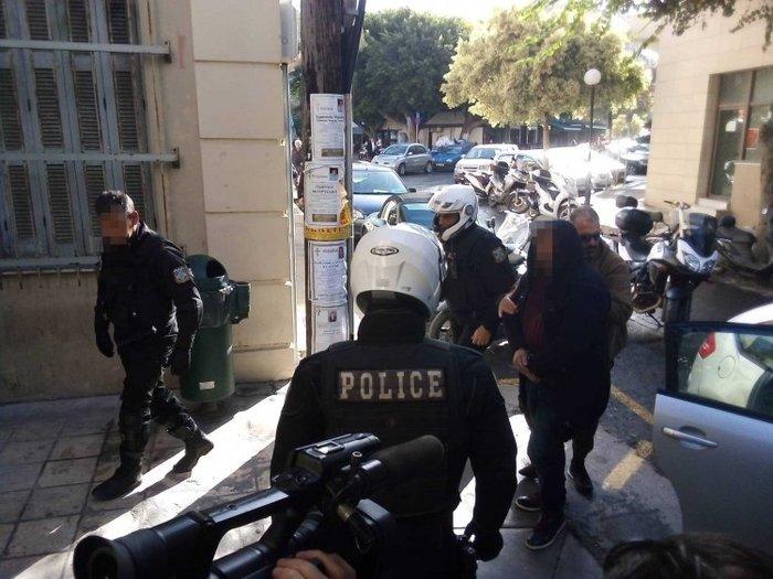 Κρήτη: Ψυχρός & ατάραχος στον Εισαγγελέα ο συζυγοκτόνος [εικόνες & βίντεο] - εικόνα 3