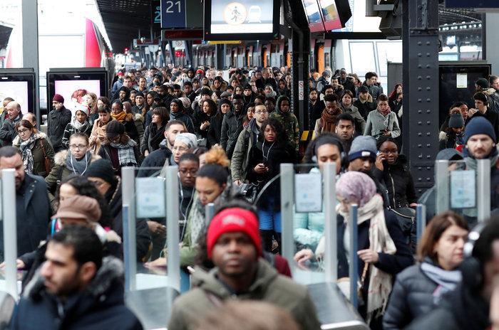 Παρίσι: Οι απεργίες διαταράσσουν το ρεβεγιόν των Χριστουγέννων