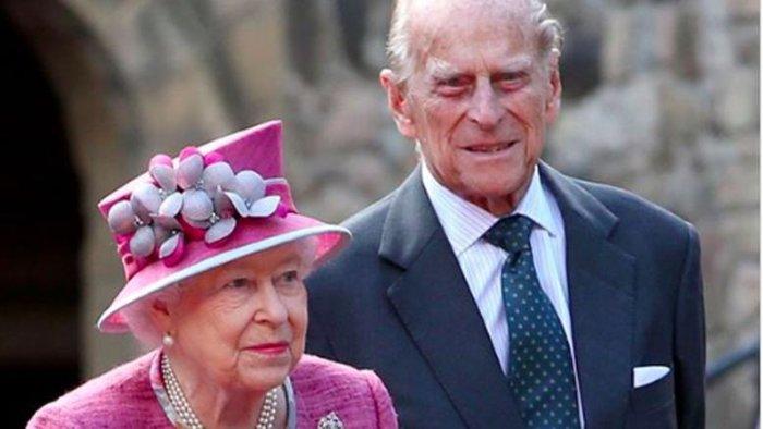 Μυστήριο με τον Φίλιππο: Τι λέει ο Κάρολος για τον πατέρα του