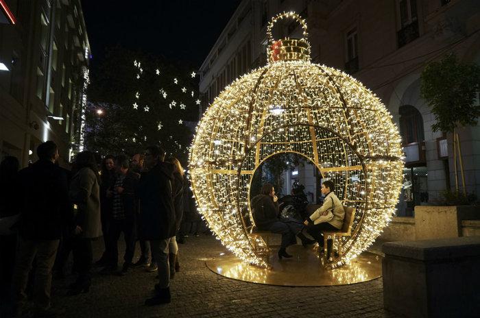 Η φωτεινή μπάλα στη Βουκουρεστίου