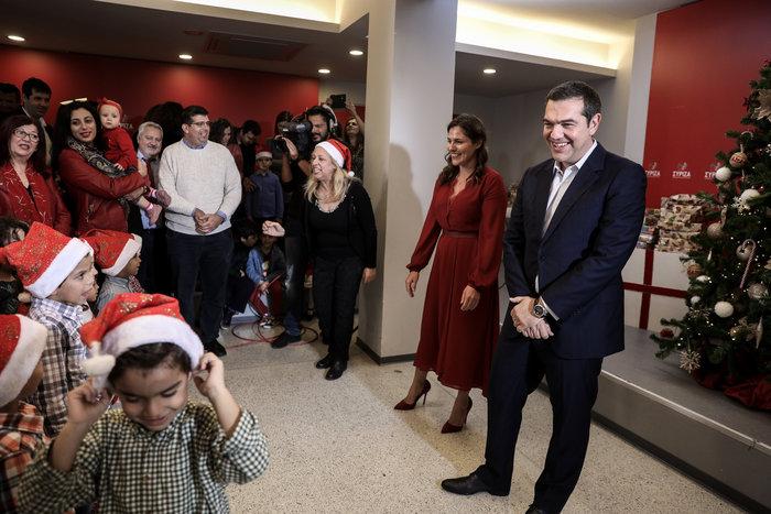 Είπαν τα κάλαντα στον Τσίπρα και την Περιστέρα- Παιδάκια του Νηπιοτροφείου - εικόνα 2