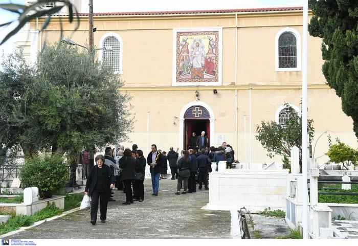 Τραγωδία στη Νέα Αλικαρνασσό: Θρήνος στην κηδεία της 33χρονης μητέρας - εικόνα 3