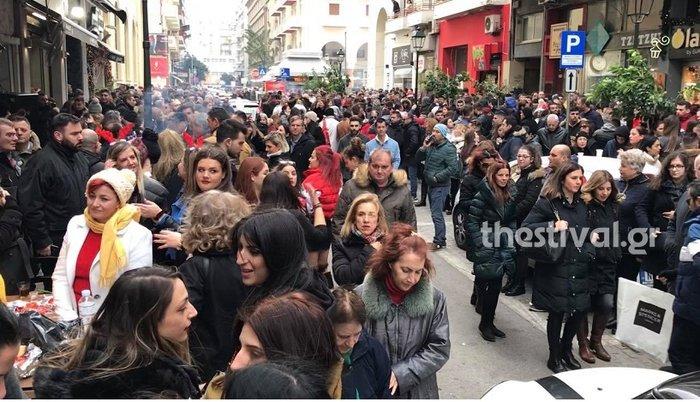 Θεσσαλονίκη: H πόλη γιορτάζει την Παραμονή...ψήνοντας!