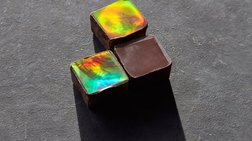 Καταπληκτικό: Ερευνητές έφτιαξαν σοκολάτα που λαμπυρίζει