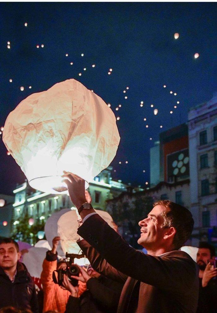 Η Αθήνα πλημμύρισε με τη χριστουγεννιάτικη «νύχτα των ευχών»