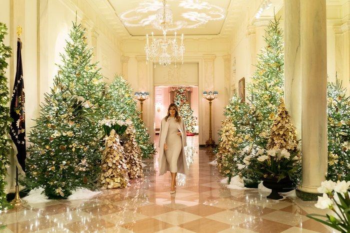 Ο τσιγκούνης Τραμπ των Χριστουγέννων -Το δώρο στη Μελάνια