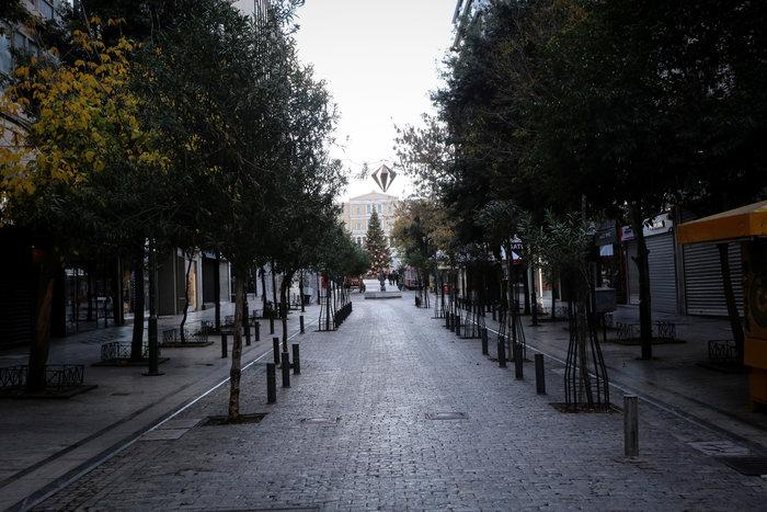 Πρωί Χριστουγέννων: Αδεια, ήρεμη & μοναδική σε ησυχία η Αθήνα [εικόνες] - εικόνα 2
