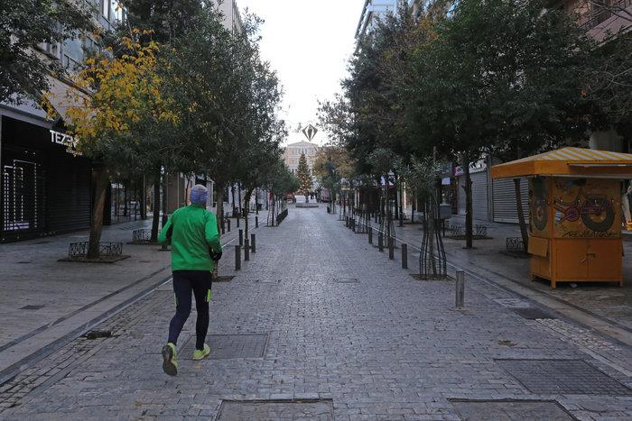 Πρωί Χριστουγέννων: Αδεια, ήρεμη & μοναδική σε ησυχία η Αθήνα [εικόνες] - εικόνα 3