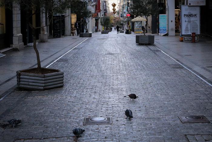 Πρωί Χριστουγέννων: Αδεια, ήρεμη & μοναδική σε ησυχία η Αθήνα [εικόνες] - εικόνα 4