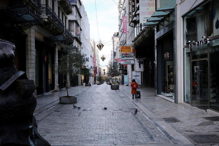 Πρωί Χριστουγέννων: Αδεια, ήρεμη & μοναδική σε ησυχία η Αθήνα [εικόνες] - εικόνα 5