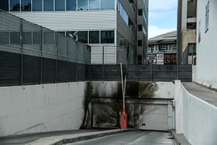 Εμπρηστική επίθεση σε γραφεία του ΣΔΟΕ στα Πετράλωνα - εικόνα 2