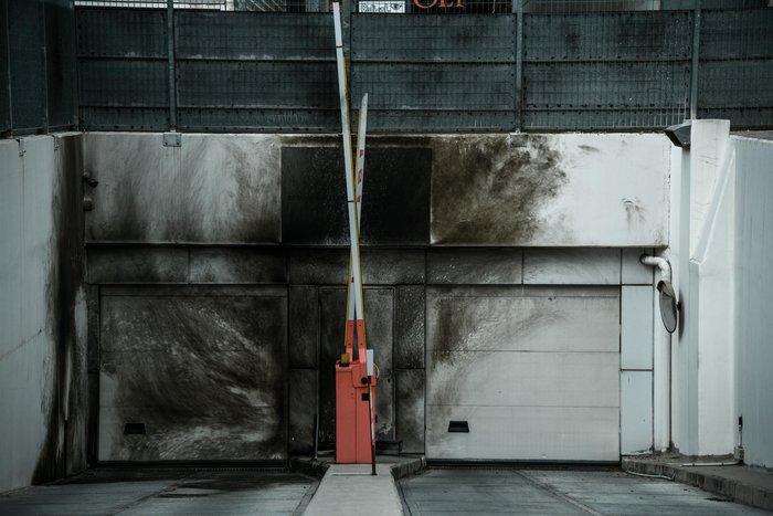 Εμπρηστική επίθεση σε γραφεία του ΣΔΟΕ στα Πετράλωνα - εικόνα 3