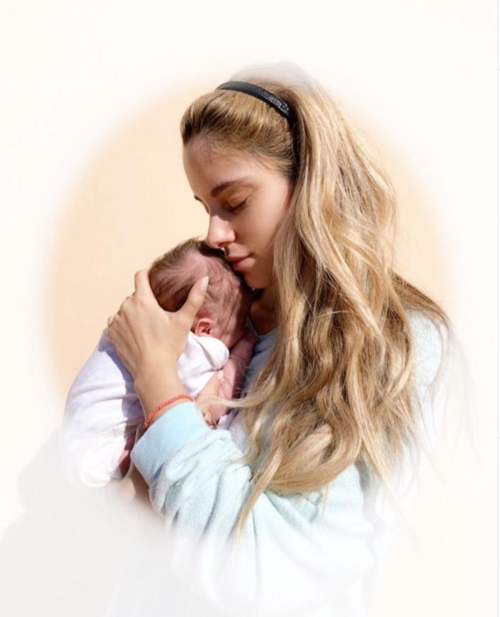 Δούκισσα Νομικού:  Ευγνωμοσύνη για το 2019 και διπλή βάπτιση [εικόνες] - εικόνα 2