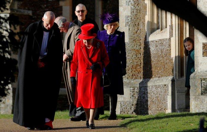 """Η Ελισάβετ """"στα κόκκινα"""" - Η εμφάνιση του πρίγκιπα Άντριου {φωτό} - εικόνα 2"""