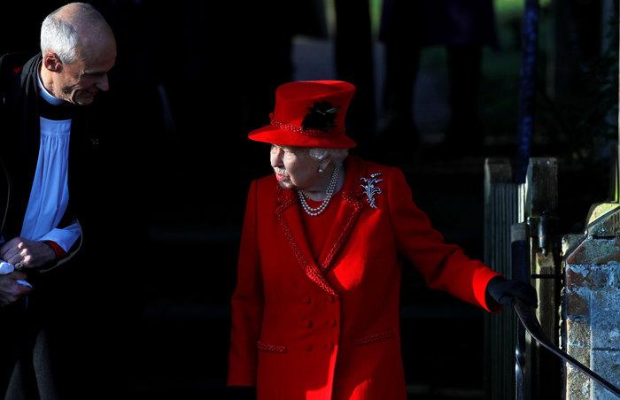 """Η Ελισάβετ """"στα κόκκινα"""" - Η εμφάνιση του πρίγκιπα Άντριου {φωτό} - εικόνα 3"""