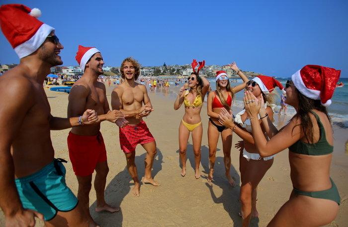 Χριστούγεννα στο Σίδνεϊ: Κόκκινοι σκούφοι στις παραλίες {φωτό} - εικόνα 2