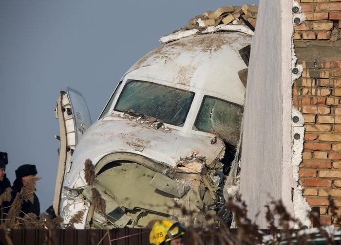 Τραγωδία στο Καζακστάν: Πως σώθηκαν 60 επιβάτες [εικόνες & βίντεο]