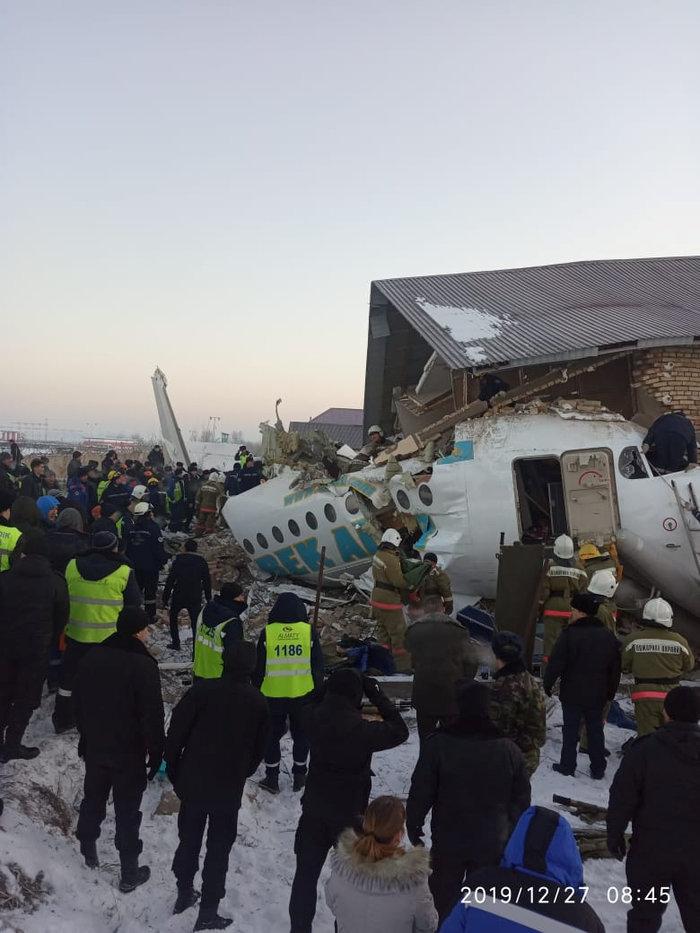 Τραγωδία στο Καζακστάν: Πως σώθηκαν 60 επιβάτες [εικόνες & βίντεο] - εικόνα 2